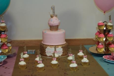 ariyah-b-day-26-cake-and-cupcake-1-of-1